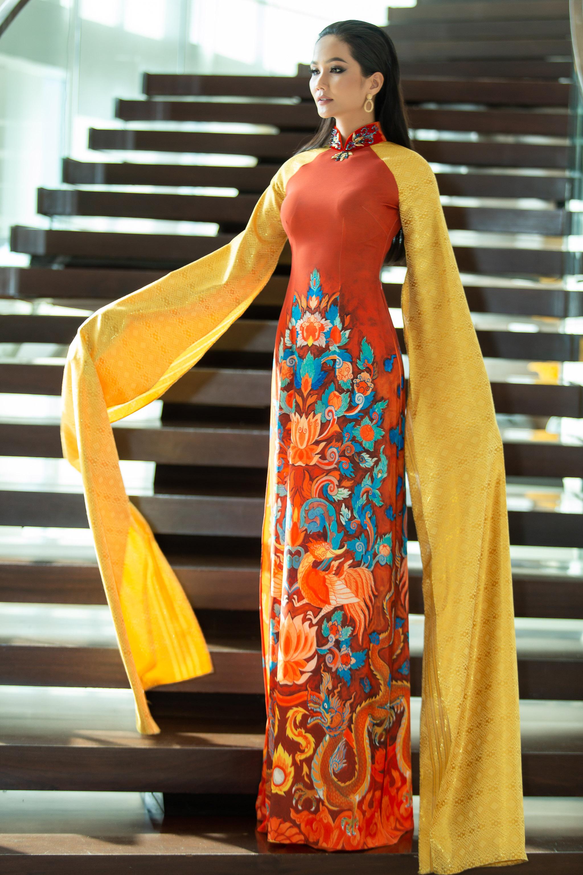 HHen Niê diện áo dài, xuất hiện rạng rỡ tại Thái Lan