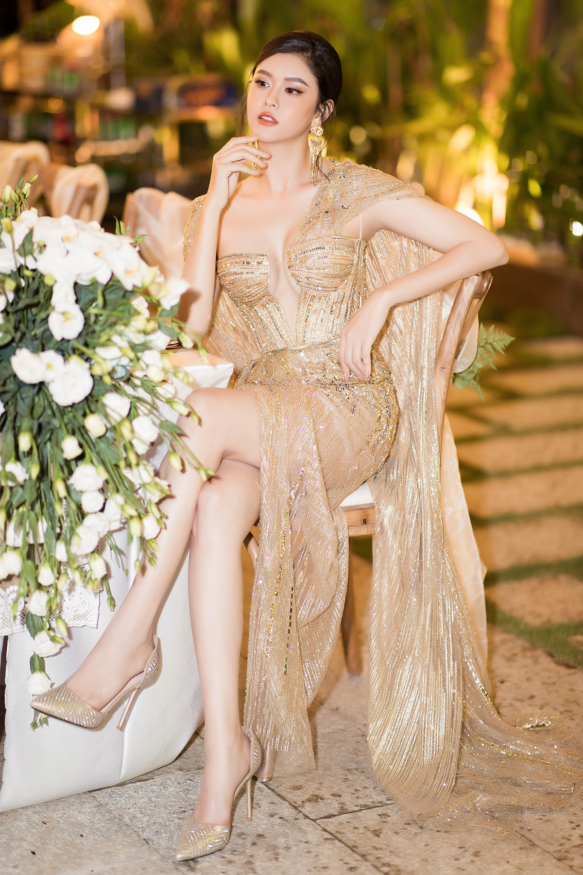 Diện váy khoét ngực sâu, Trương Quỳnh Anh chứng minh thời kỳ đỉnh cao của nhan sắc