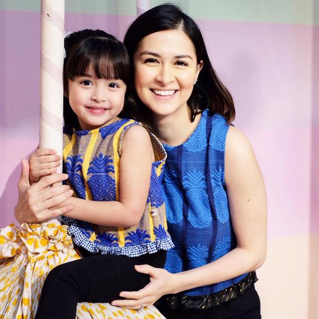 Hai con của mỹ nhân đẹp nhất Philippines lại gây bão vì ngày càng đẹp xuất sắc