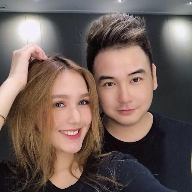 Streamer giàu nhất Việt Nam Xemesis lộ ảnh cưới với bạn gái hot girl 10x