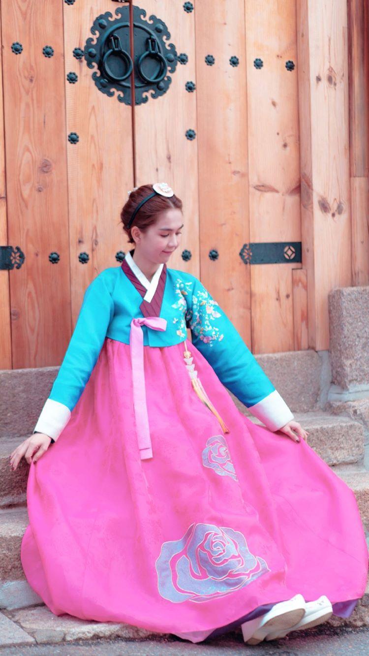 Chán style sexy, Ngọc Trinh diện hanbok dịu hiền không thua gái Hàn Quốc