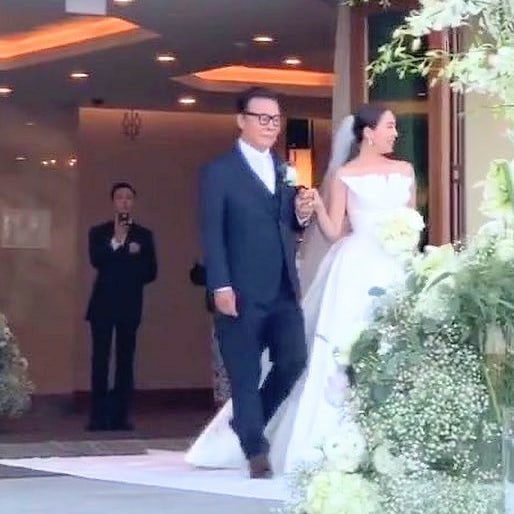 G-Dragon xuất hiện cực điển trai tại đám cưới chị gái, fan xúc động: Cuối cùng cũng thấy anh rồi!