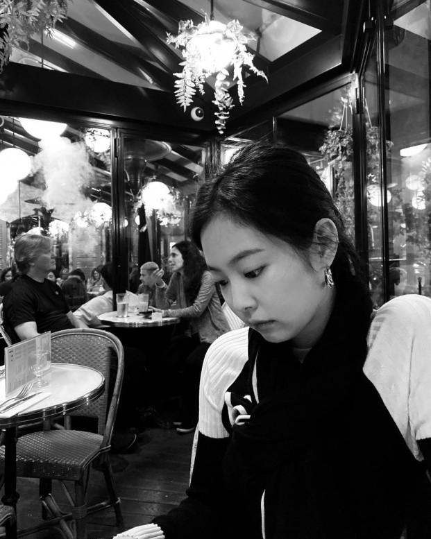 Giữa tranh cãi đi muộn, Jennie bị chỉ trích khi đăng ảnh selfie ở nhà hàng