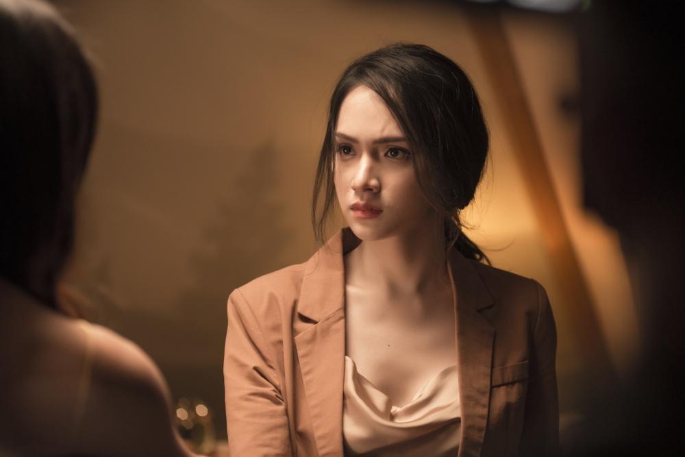Fan thúc giục ra ADODDA phần 3, Hương Giang trả lời: Làm cô giáo xong Hân sẽ chết với chị nha!