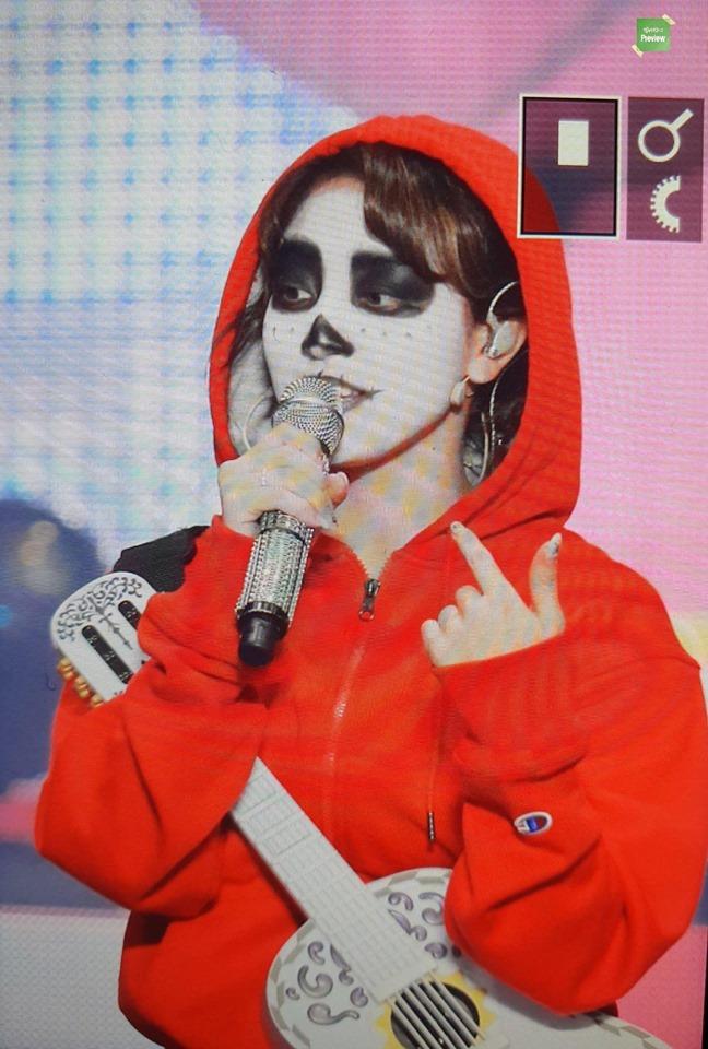 Mina tái xuất đẹp hút hồn tại fanmeeting, cùng TWICE hóa trang Halloween cực chất
