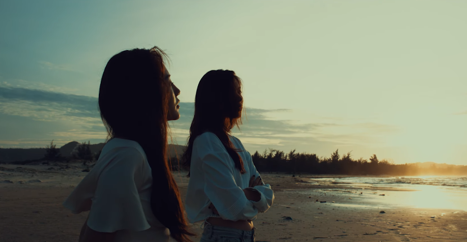 Plot twist của năm: Không phải Bùi Anh Tuấn, Văn Mai Hương hôn say đắm Đồng Ánh Quỳnh trong MV mới