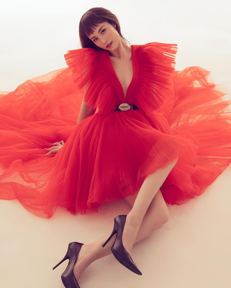 Chiếc váy đỏ tạo nên màn đụng hàng xuyên biên giới: Từ Đông Nhi, Hyoyeon đến Dương Mịch, Kendall Jenner