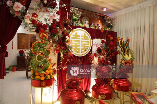 Đông Nhi xuất hiện tại nhà Ông Cao Thắng trước giờ rước dâu, biệt thự của chú rể đã ngập tràn sắc đỏ!