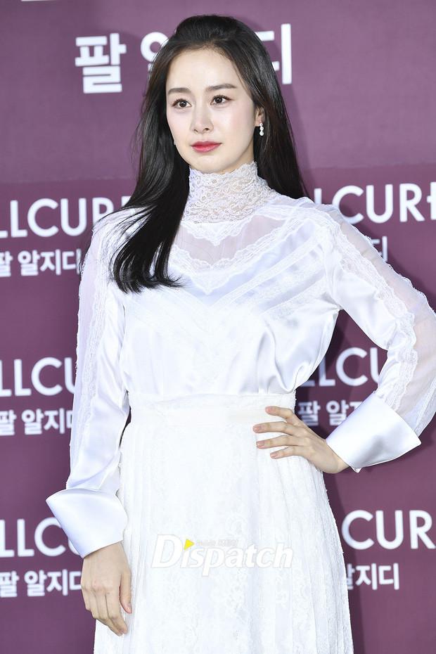 Kim Tae Hee lần đầu lộ diện sau khi sinh con, xinh đẹp mặn mà xứng danh tường thành nhan sắc