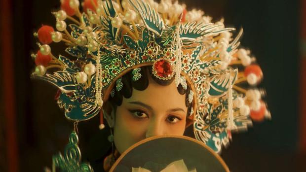 Ngay giữa tâm bão cáo buộc đạo nhái, Denis Đặng xuất hiện trong teaser Chân Ái lạ đến mức không ai nhận ra?