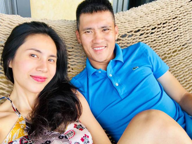 Thủy Tiên giấu chồng đi bệnh viện một mình, Công Vinh than thở:  Nhiều khi lấy phải vợ như này đau đầu lắm