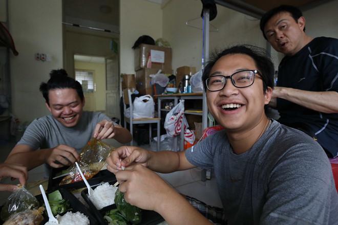 Nghệ sĩ Chí Tài cách ly tập trung 14 ngày, gần gũi với mọi người như gia đình