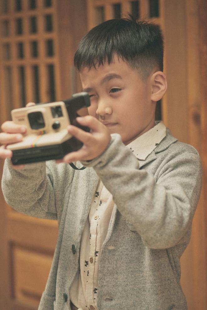 Con trai Thu Trang - Tiến Luật gây sốt với vẻ ngoài cực điển trai dù mới 6 tuổi