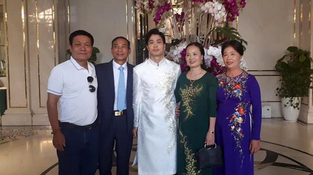 Hé lộ khoảnh khắc hiếm hoi của Công Phượng và vợ trong đám cưới