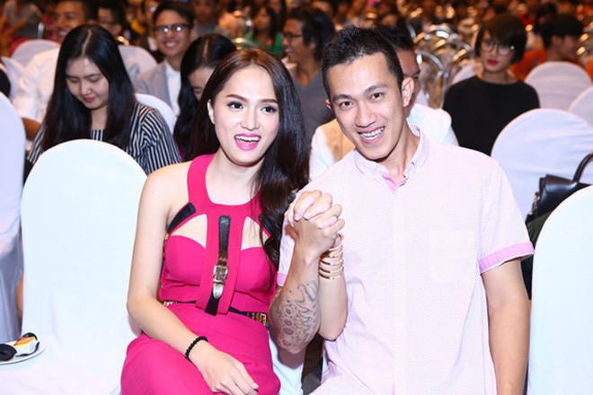 Hương Giang đi tìm nam chính mới, tình cũ Criss Lai liền nhắn tin cà khịa không lệch phát nào chứng minh mối quan hệ
