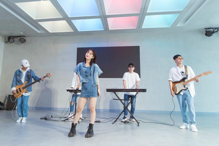 Han Sara mượn lời bài hát tỏ tình Tùng Maru: Yêu đến đâu hay đến đó