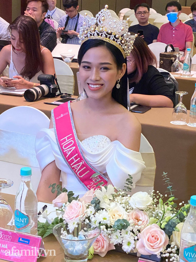 Cận cảnh nhan sắc chưa qua chỉnh sửa của Hoa hậu, Á hậu Việt Nam 2020