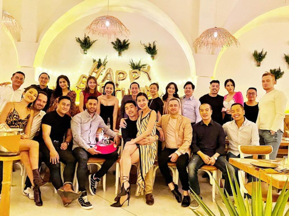 Tăng Thanh Hà - Đặng Thu Thảo đẹp rạng rỡ trong tiệc gia đình hào môn khiến Linh Rin bị lu mờ
