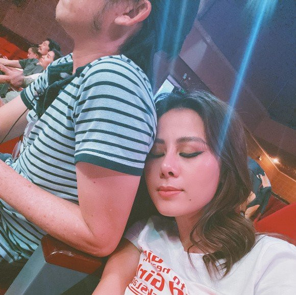 Nam Thư đáp trả thẳng thắn khi bị tố ké fame vì đăng ảnh hậu trường TikTok của NS Hoài Linh