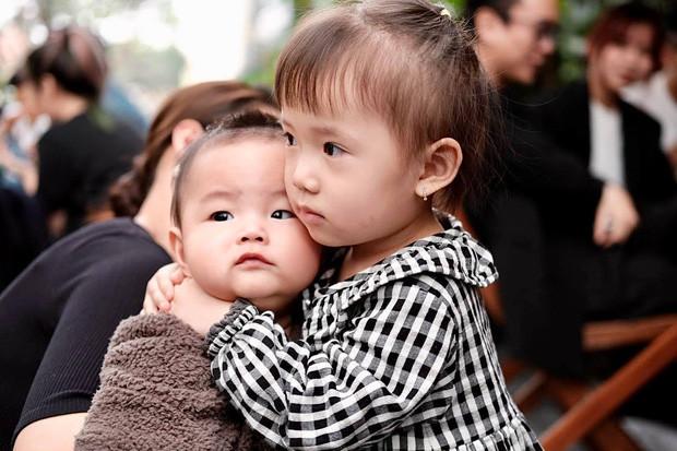 JustaTee đăng ảnh chill với con gái kiểu gì mà để netizen vào khen con trai thần thái hơn bố không biết nên khóc hay nên cười nữa!