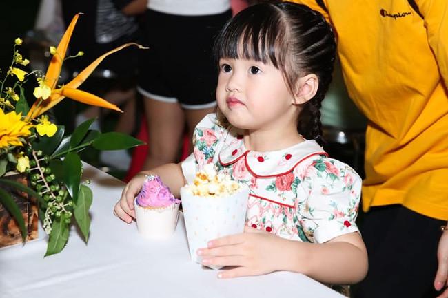 Con gái đầu lòng của Đặng Thu Thảo gây bất ngờ vì sự thay đổi ngoại hình mảnh mai và chiều cao lúc 3 tuổi