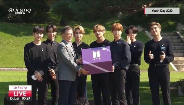 BTS nhận thư bổ nhiệm vai trò đặc biệt từ Tổng thống Hàn Quốc, có hẳn hộ chiếu ngoại giao