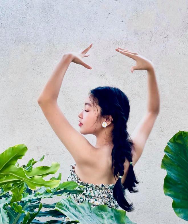 Màn bùng nổ visual đẳng cấp của ái nữ Lọ Lem nhà MC Quyền Linh: Xinh như thần tiên tỷ tỷ, Hoa hậu tương lai là đây!