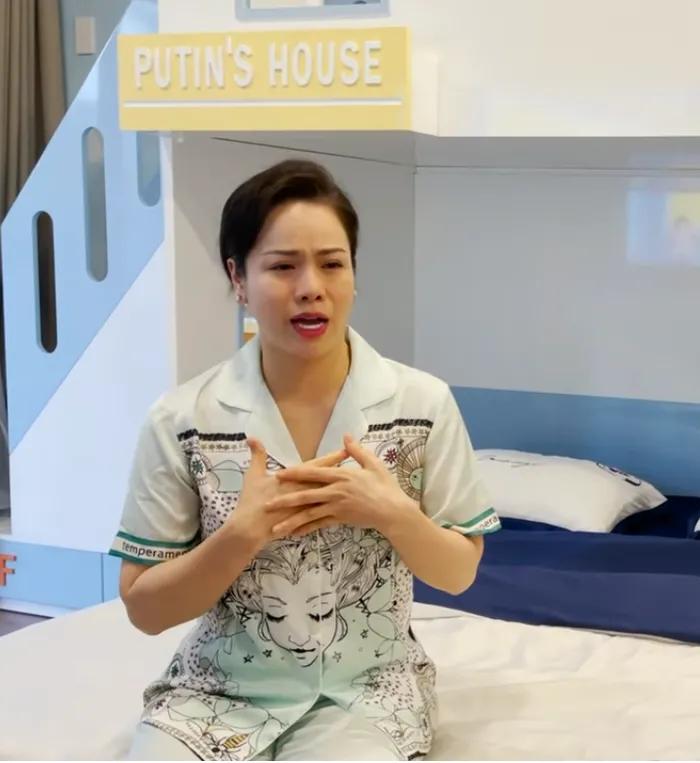 Nhật Kim Anh bật khóc nức nở nhắc đến chồng cũ trong ngày sinh nhật con trai