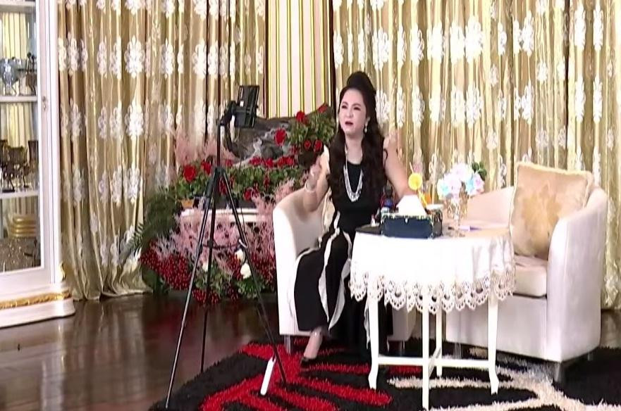 """Nghe tin Đàm Vĩnh Hưng khởi kiện, bà Phương Hằng đáp trả 1 câu xanh chín: """"Trứng mà đòi khôn hơn vịt"""""""