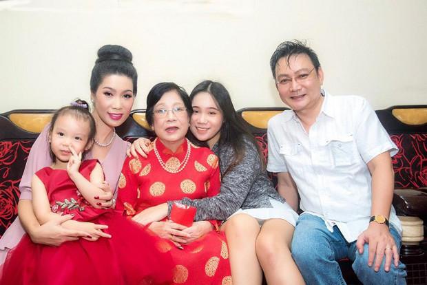 Tin buồn: Mẹ ruột Trịnh Kim Chi qua đời, NS Hồng Vân - Vy Oanh và dàn sao đồng loạt chia buồn