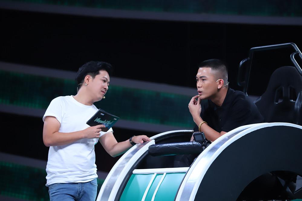 Bị Trường Giang đánh bất ngờ trên sóng truyền hình, Hari Won đã phản ứng thế nào sau những tin đồn?
