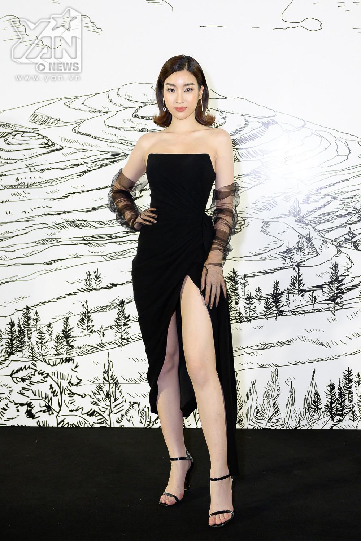 Dàn mỹ nhân hoa hậu hàng đầu showbiz tề tựu đông đủ, khuấy động show diễn thời trang đẳng cấp