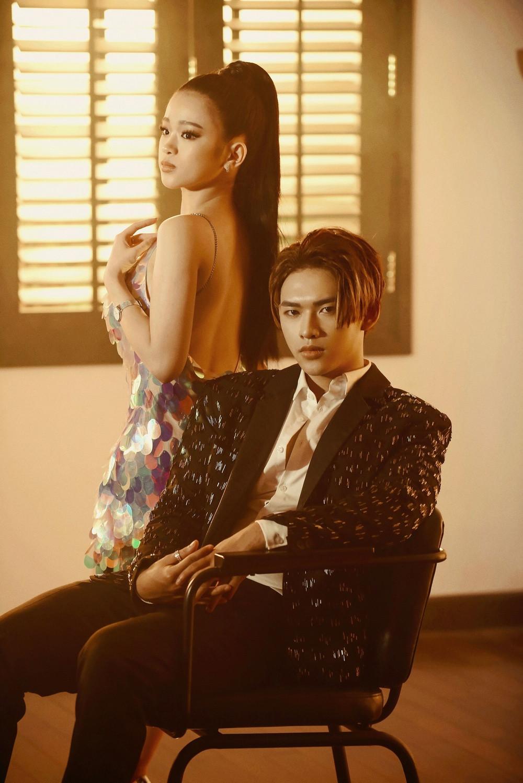 Hậu được khen nữ tính dịu dàng, Linh Ka trở lại với danh xưng hotgirl ngực khủng trong dự án mới