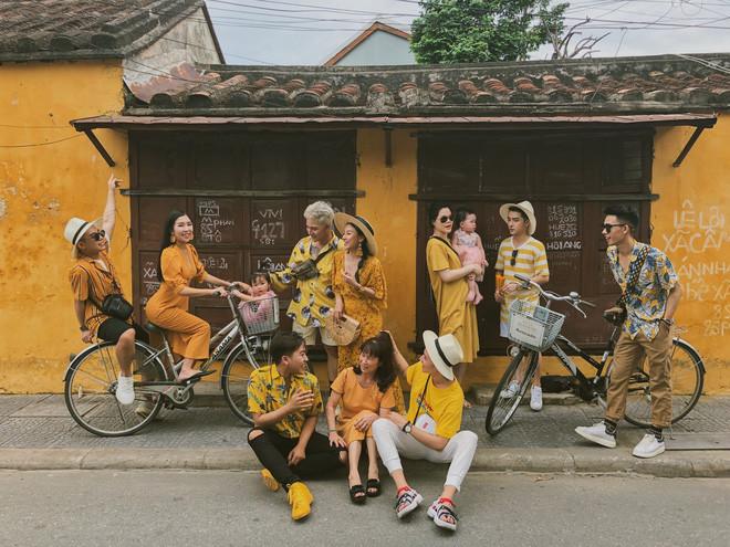 Bộ ảnh du lịch của hội bạn thân 8 năm gây sốt: Chụp ảnh theo concept được stylist chỉnh chu, background toàn điểm checkin nổi tiếng