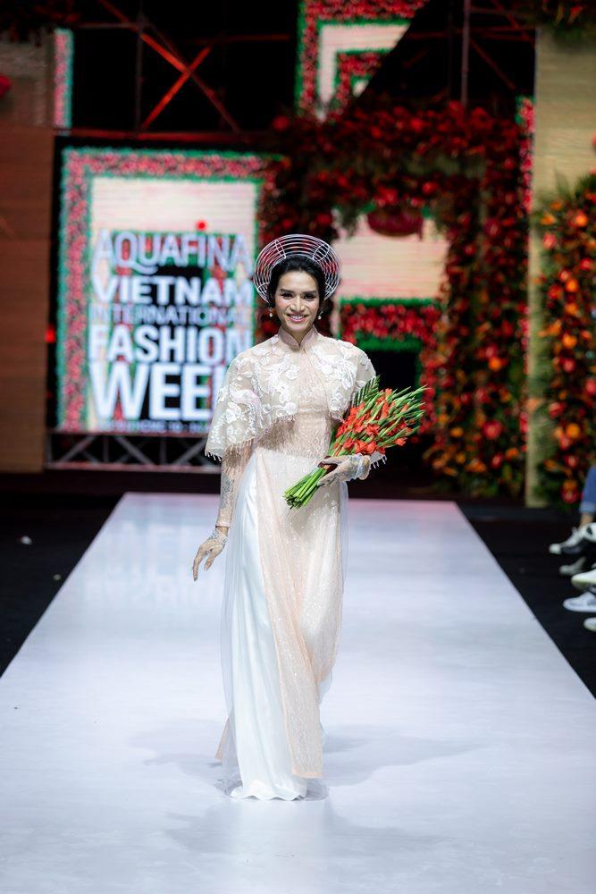 Ngọc Trinh, Diệu Nhi xúm xính váy cưới truyền thống, sánh bước bên BB Trần trong trang phục cô dâu