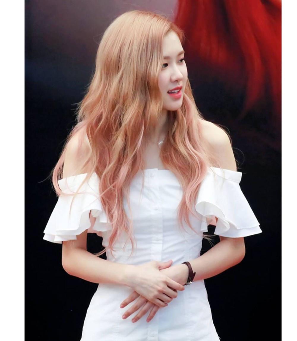 Nữ idol Kpop biến thành thiên thần áo trắng: Rosé tinh khiết như pha lê, Nancy nổi bật với màu tóc xanh