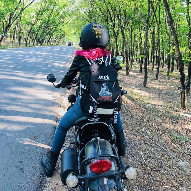Phong cách nghỉ lễ của sao Việt: Khởi My, Kelvin Khánh phượt bằng xe mô tô cực ngầu