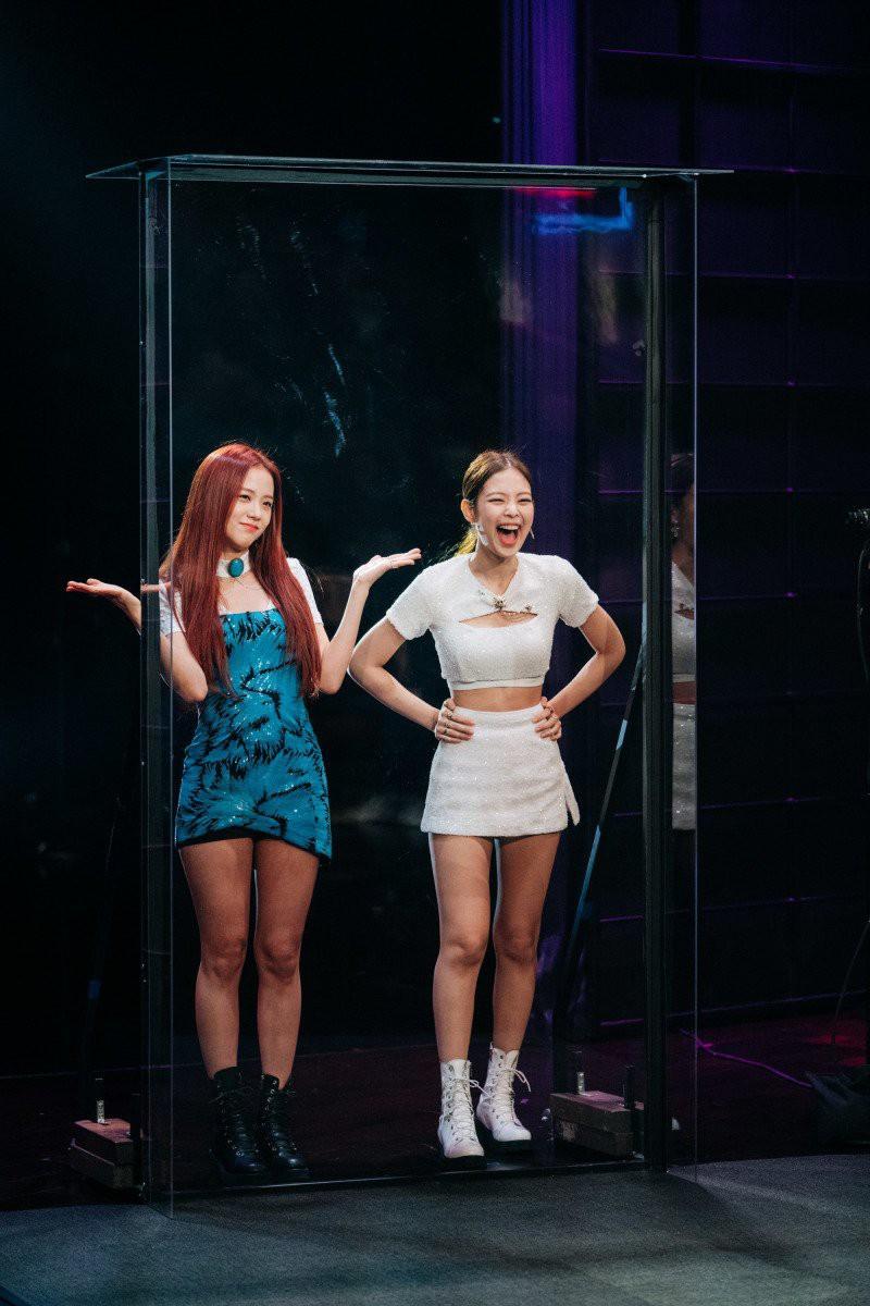 Chỉ một thử thách nhỏ, Jisoo bánh bèo đột nhiên mạnh mẽ, rapper Jennie sang chảnh bất ngờ lộ nguyên hình