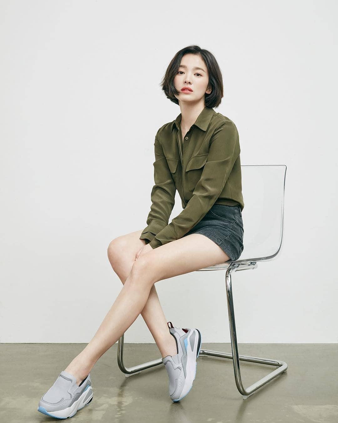 Song Hye Kyo xuất hiện tại sự kiện ở quê nhà, nhan sắc thì miễn chê nhưng đôi chân lại lộ khuyết điểm đáng buồn