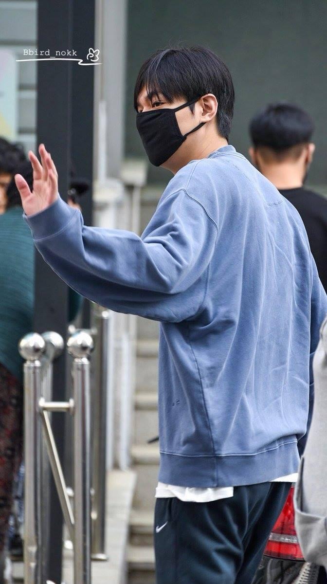 Chỉ 3 ngày nữa là Chàng xoắn Lee Min Ho xuất ngũ, lộ mặt nọng nhưng đôi mắt sắc bén vẫn không thay đổi