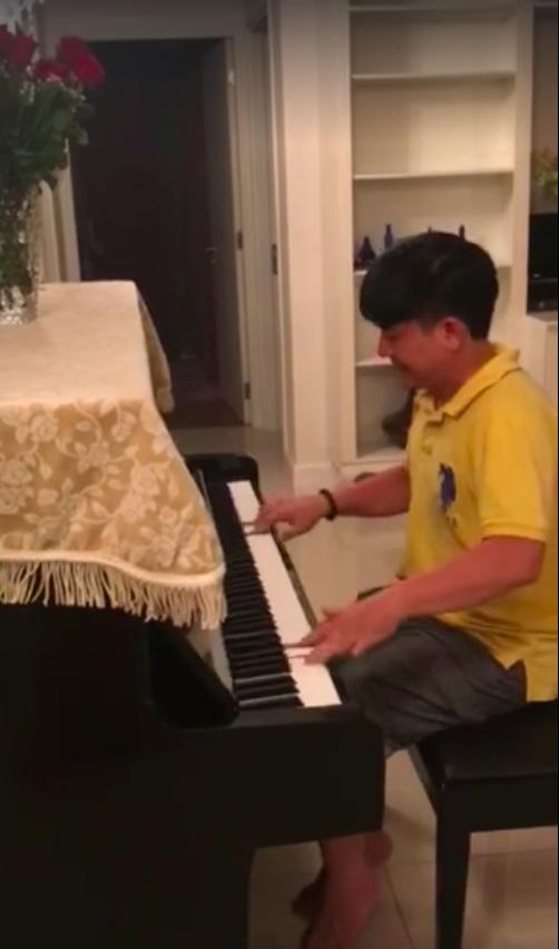 Hồng Vân hé lộ đoạn clip cố NS Anh Vũ đánh đàn vui vẻ trước khi qua đời