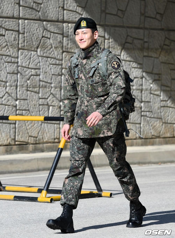 Vừa xuất ngũ, người thương Ji Chang Wook đã được fan triệu hồi trở lại Running man