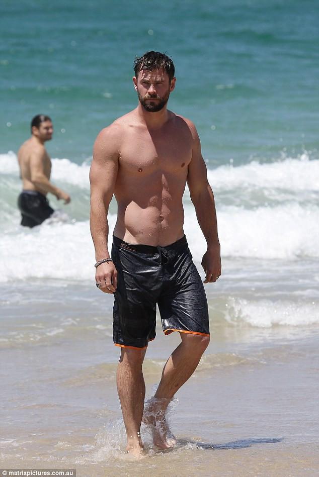 Tiết lộ số đo 3 vòng căng đét của Thor Chris Hemsworth, hàng Úc hay hàng Mỹ mới là đỉnh cao?