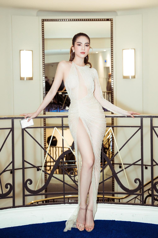 Ngọc Trinh duyên dáng trong váy xuyên thấu, xuất hiện tại buổi tiệc LHP Cannes 2019