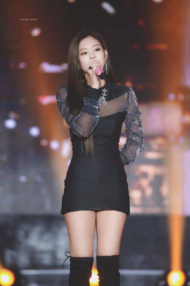 Thường xuyên diện váy xuyên thấu nhưng Jennie không bao giờ dính phốt trang phục nhạy cảm là nhờ vào body quyến rũ này
