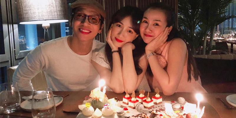 Sau ồn ào gửi lời chúc đám cưới kém duyên, Hòa Minzy chia sẻ buổi tiệc sinh nhật ấm cúng cùng Võ Hạ Trâm