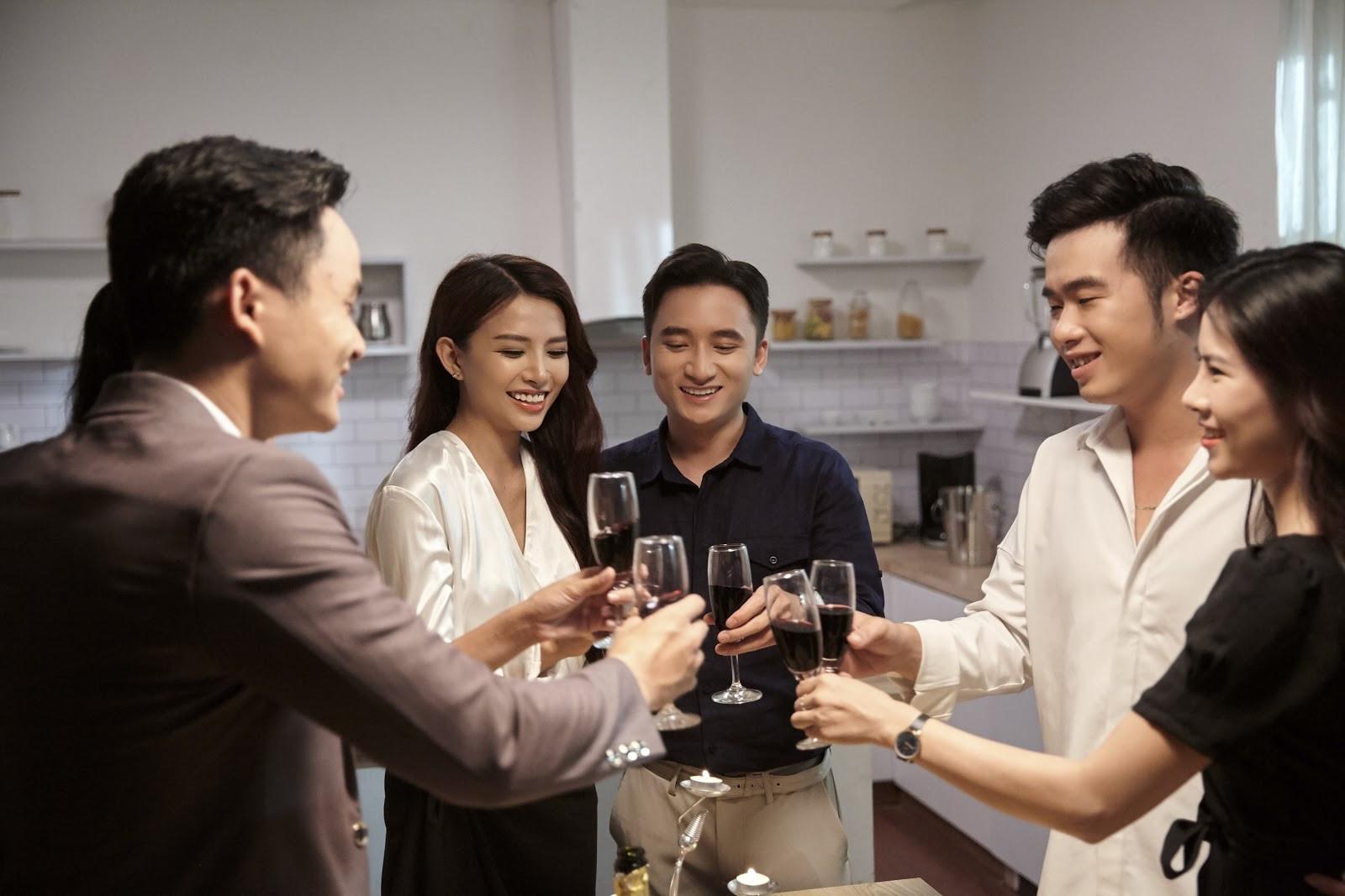 Phan Mạnh Quỳnh xích mích với vợ sắp cưới trong MV mới