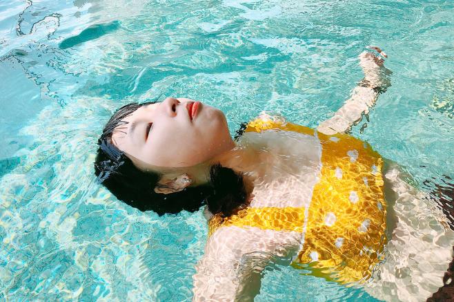Học theo bạn thân Kaity Nguyễn làm loạt ảnh sexy quyến rũ, Trang Hí nhận cái kết đắng không thể hài hơn