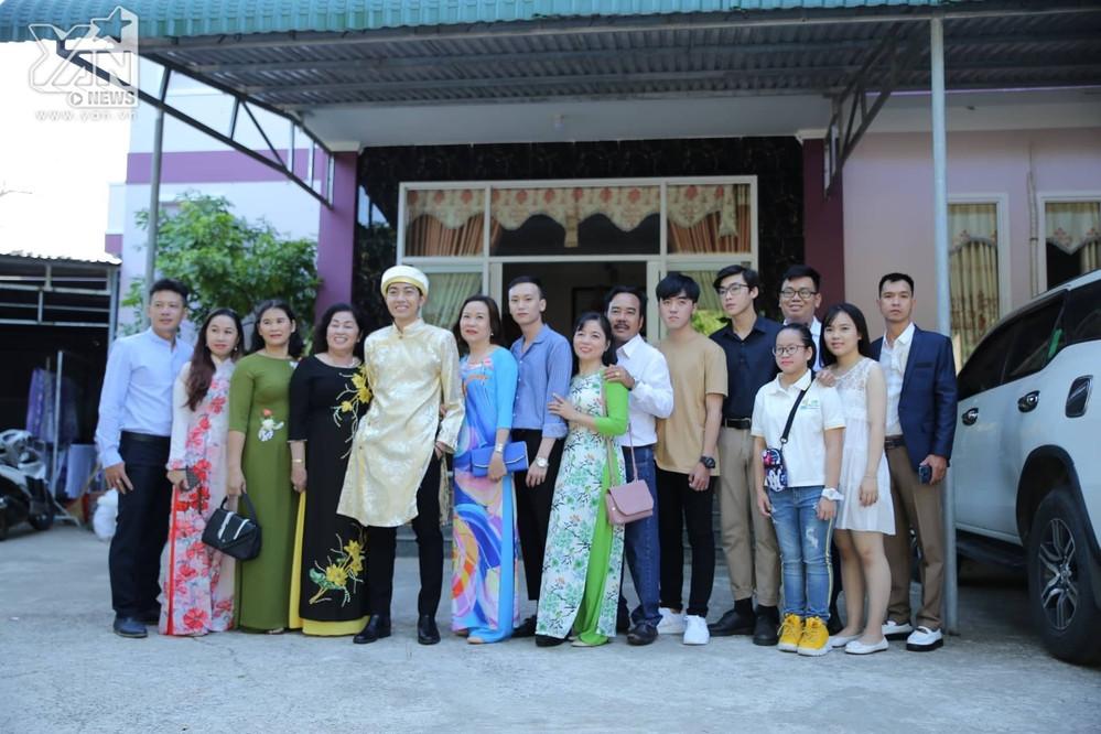 Rước Mai Quỳnh Anh về nhà, Cris Phan cả ngày cười đến mỏi miệng, nhắng nhít tiếp khách và đón dâu