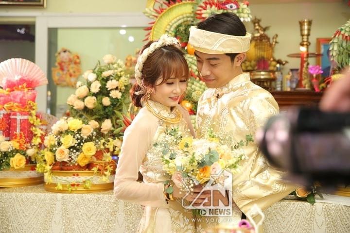 Nụ hôn nồng nhiệt của thánh lầy Cris Phan và Mai Quỳnh Anh khiến fan thích thú